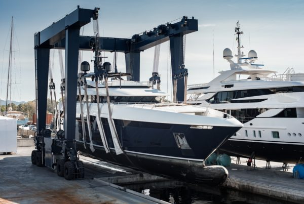 Super,Yacht,Hauled,Out,In,Shipyard,,Being,Lifted,By,Industrial